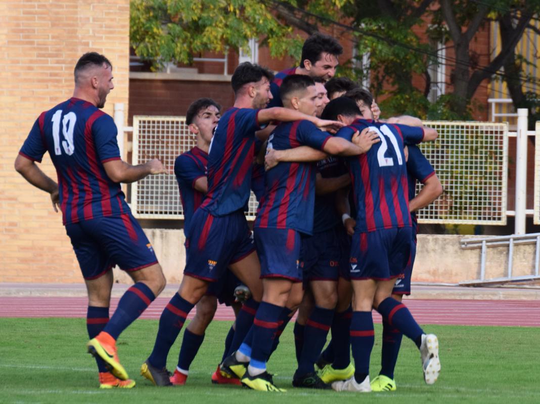 Celebración del CF Gavà tras el gol de Álex. Foto: cfgava.blogspot.com.png