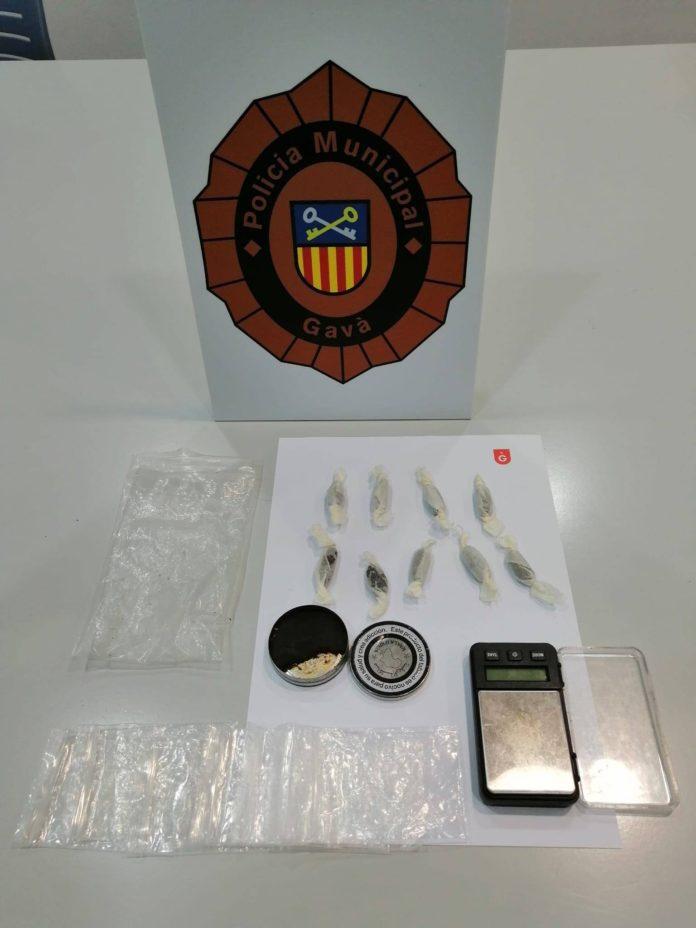 Material confiscado por la Policía Municipal de Gavà. Foto: Raquel Sánchez.