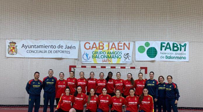 Selección española de balonmano junior femenino durante la preparación. Foto: RFEBalonmano.