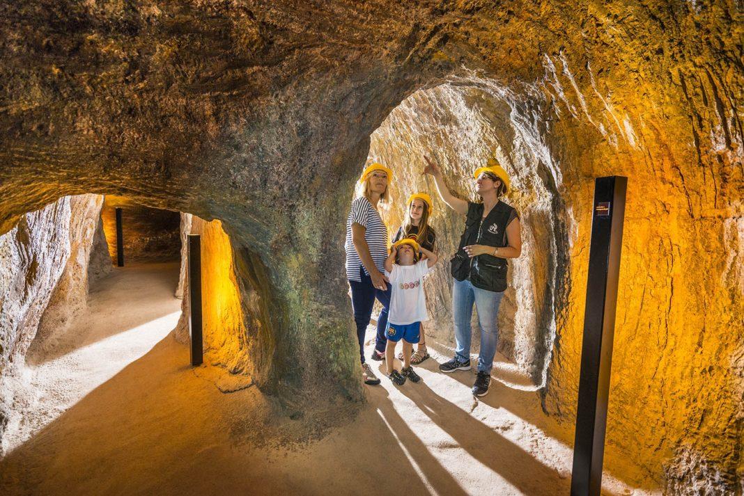 Festivales, zambombas, entrada a las minas de Gavà gratuitas, entre otras.