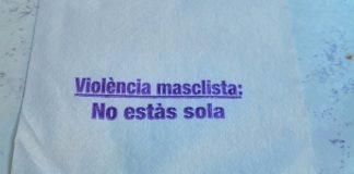 Servilleta contra la violencia machista. Foto: Vilapress.