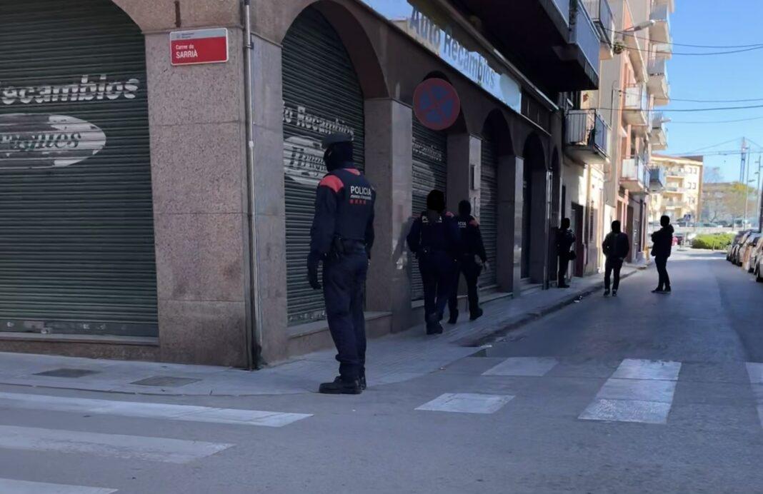 Registro de los Mossos d'Esquadra en la calle Industria.