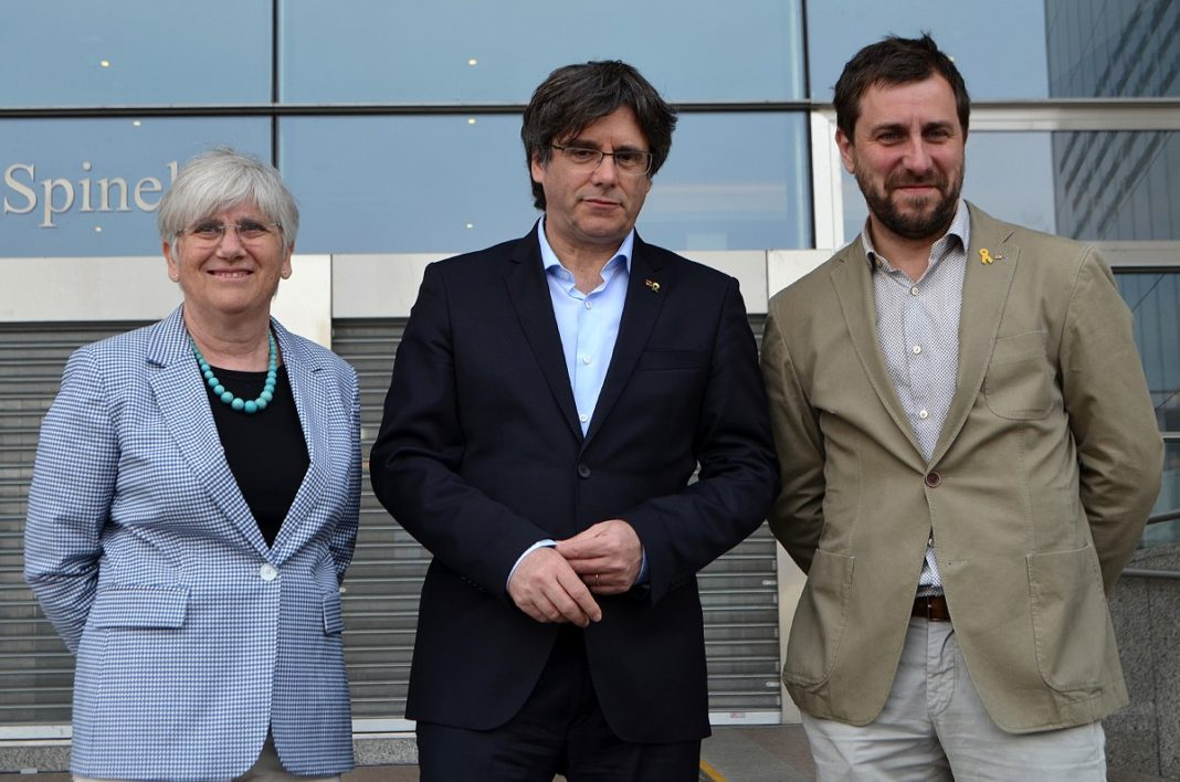 Clara Ponsatí, Carles Puigdemont y Toni Comín.