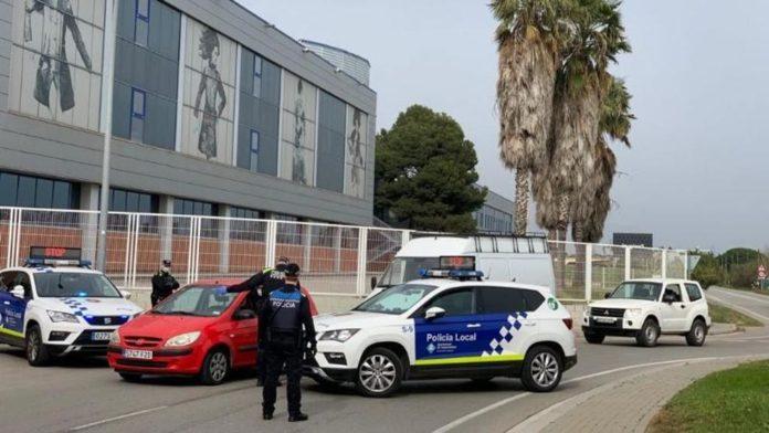 La policía local de Castelldefels durante el confinamiento. Foto: Ayuntamiento de Castelldefels.