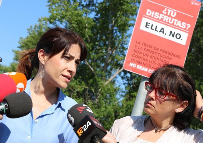 Raquel Sánchez junto a Gemma Badia, tenienta y jefa de la policía.