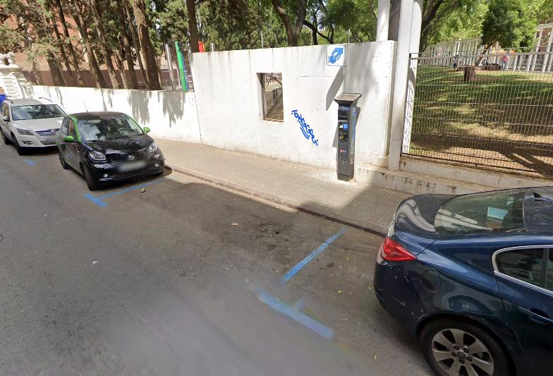 Aparcamiento de zona azul situado en la calle del Centre.