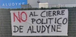 Pancartas contra el cierre de Aludyne.
