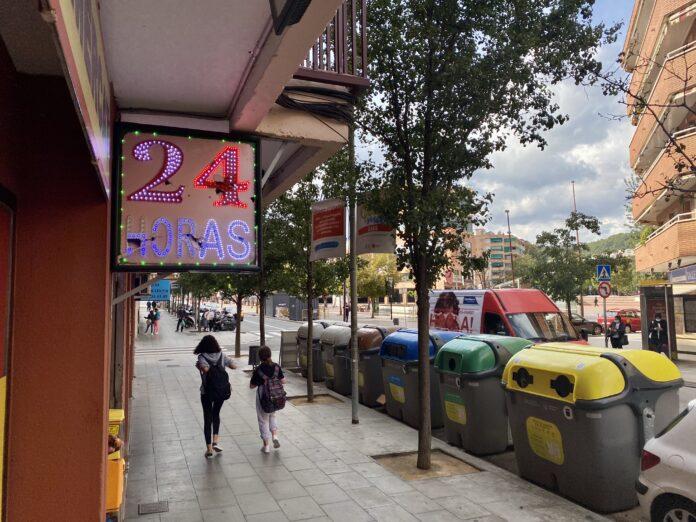 Comercio 24 horas en la calle Sant Pere.