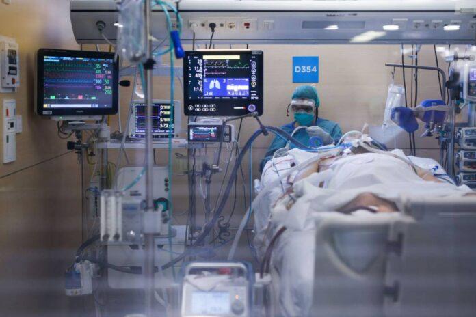 Imagen de una UCI de un hospital de Barcelona. Foto: Getty Images.
