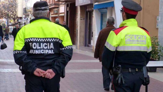 Una patrulla de Policía Municipal y Mossos en Gavà (Bruguers Digital)