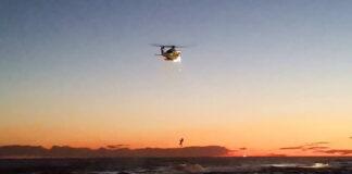 Helicóptero Helimer 201 durante el rescate. Vídeo: Nayra Panyella.