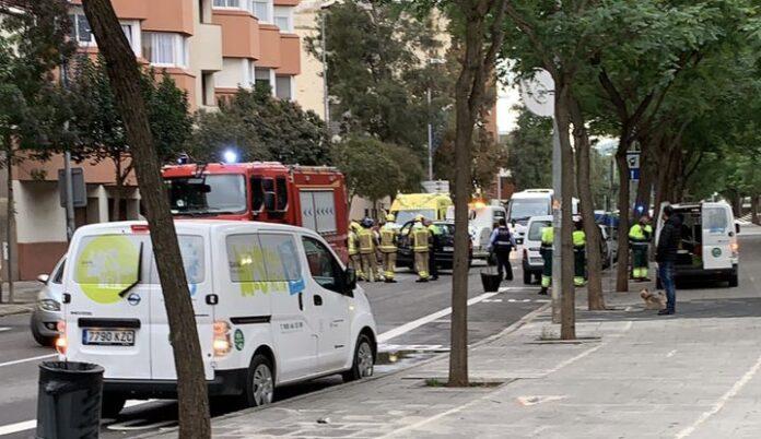 Turismo accidentado en la avenida Eramprunyà.