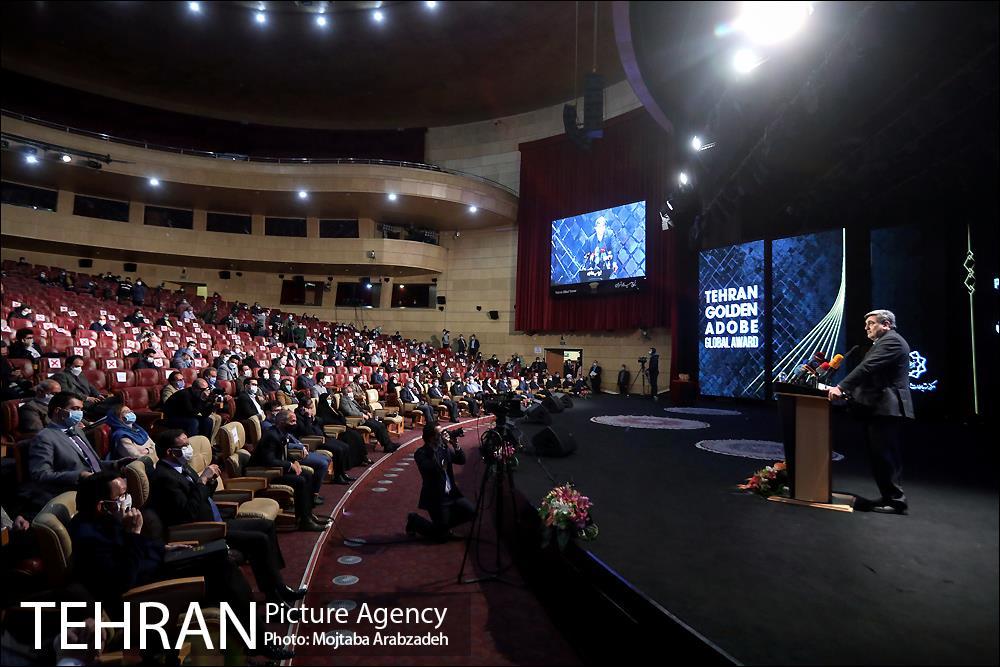 El alcalde de Therán durante la ceremonia del Tehran Golden Adobe Global Award.