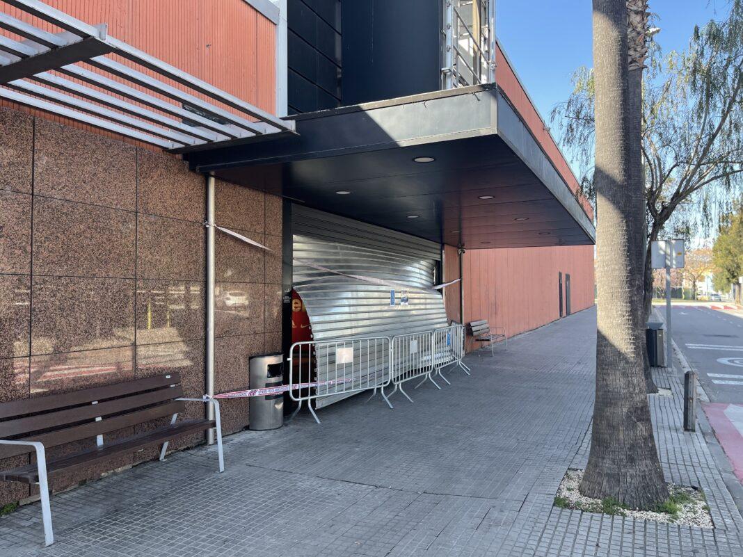 Exterior de la Puerta 1 del Barnasud. Fotos: GAVÀ INFO.