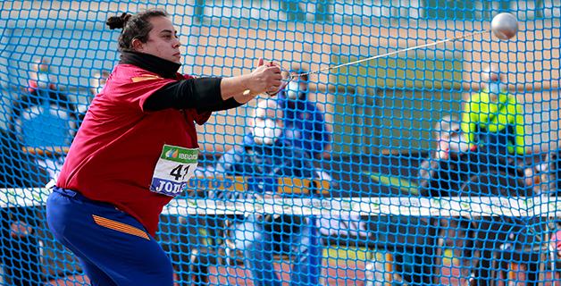 Laura Redondo lanza el martillo hasta 70.40m en Montijo. Foto: RFEA.