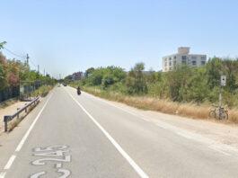 Carretera C-245 con las 2 paradas de bus afectadas.