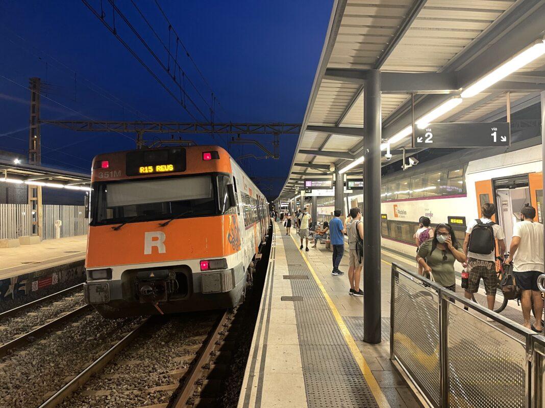 Trenes de cercanías sin operar en la estación de Gavà.