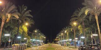 Avenida del Mar de noche.